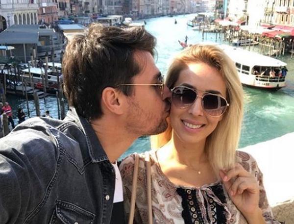 Plot dashuri: Alban Skënderaj surprizon Miriamin për ditëlindje