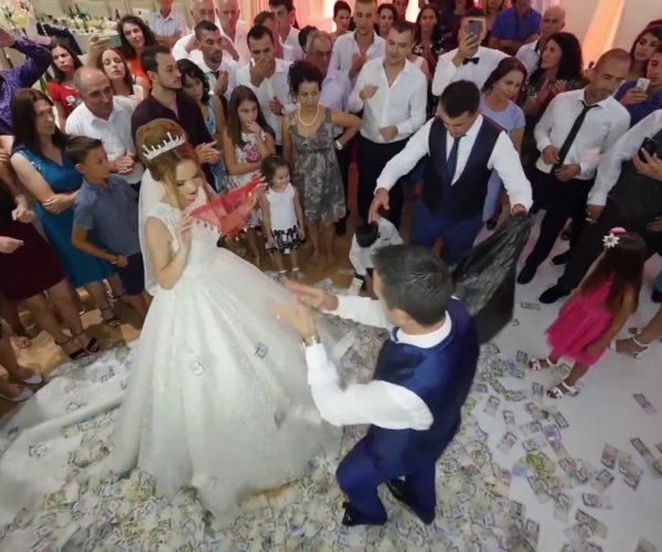 Këngëtari shqiptar habit me deklaratën e tij/ U kemi marrë shqiptarëve 7000 euro për dasmë, po lajmë gj ynahet