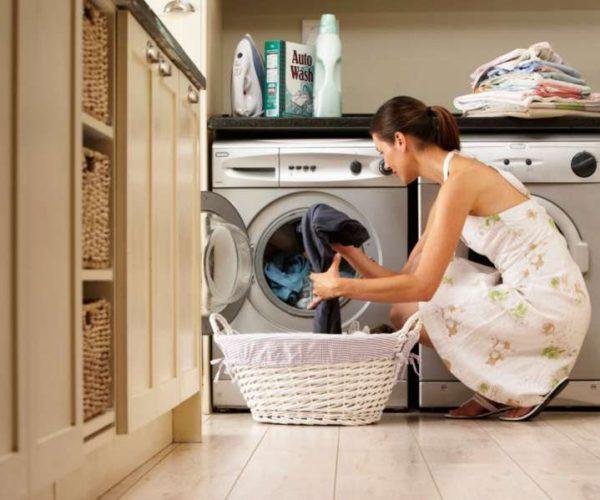 Rrobat nuk ju dalin të pastra nga lavatricja/ Ky është gabimi i madh që po bëni: Ja si ta shmangni