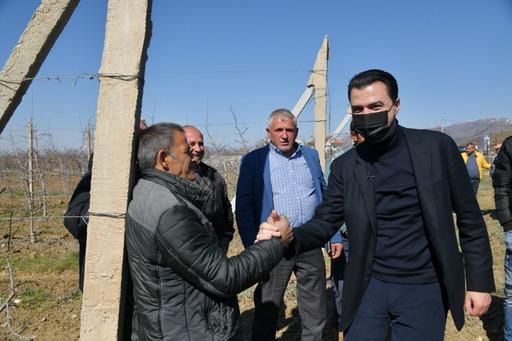 Basha gëzon fermerët me premtimin e madh/ Po më votuat 4 vitet e para do u jap 100 milionë euro çdo vit