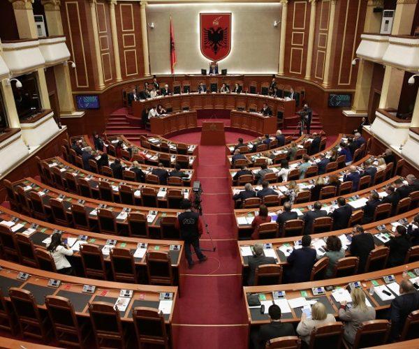 Bëhet publike lista/  Ja 28 deputetët që do të flasin për herë të fundit në kuvend të martën