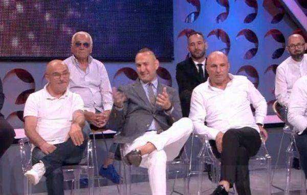 """Burrat e Përputhen në sherr për Lulin/ """"Ajo tre llafe ka, ma le, ma jep, ta jap"""""""
