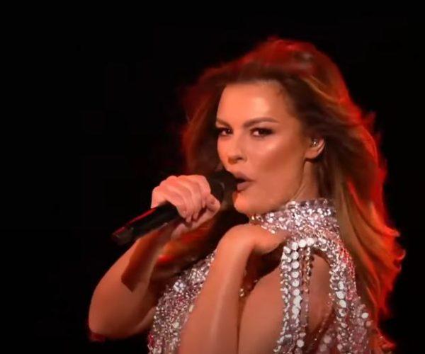 Anxhela Peristeri s'paska dalë pa gjë nga eurovizioni/ Tregon aventurat me këngëtarin e njohur:Rrinte mbrapa derës dhe…