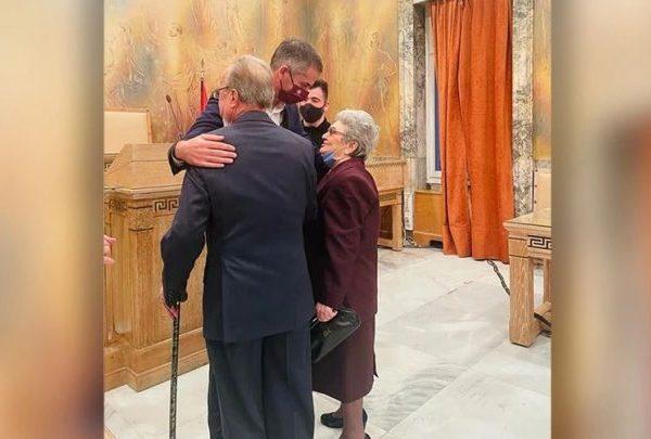 Priti gjithë jetën për të/ Ajo nuk donte të martohej me mua, por unë ia dola: Ja si u martua 80 vjecari me dashurine e jetes…